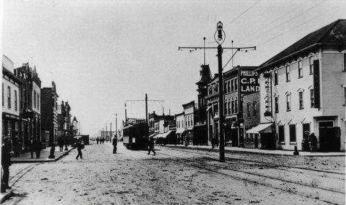 1913 - Photo by McDermid Studio. Strathcona Hotel in right foreground. Image from the City of Edmonton Archives © EA-10-277.