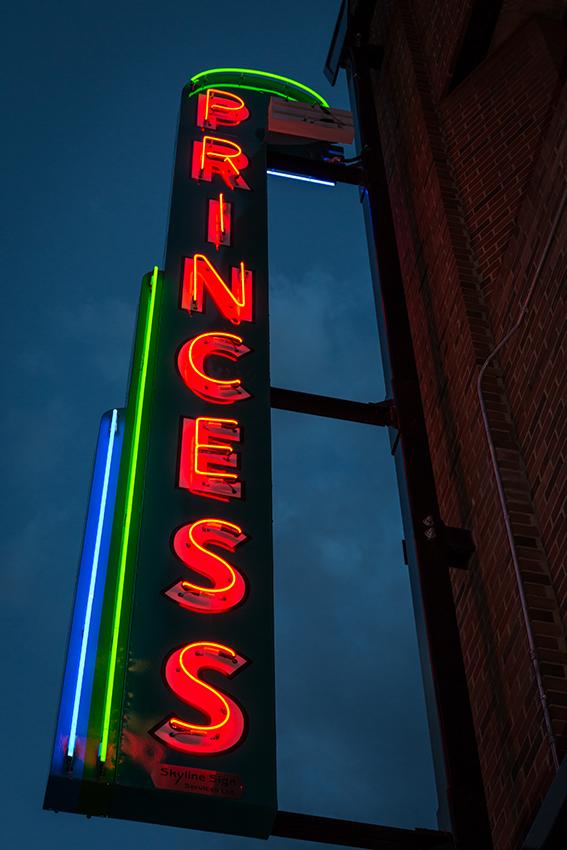 edmonton-neon-sign-museum-6400_web