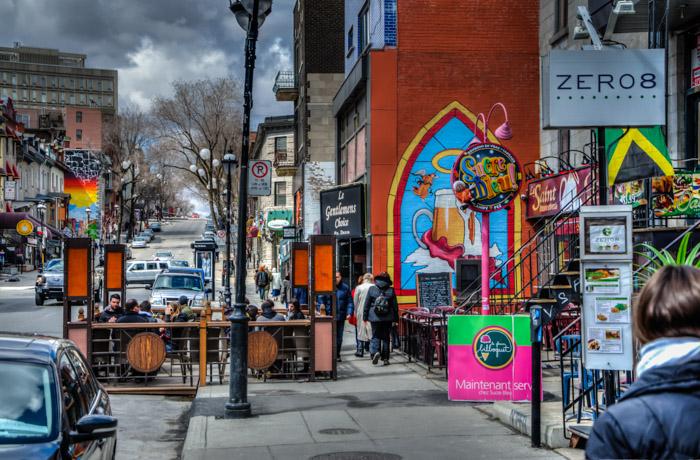 Photo du jour rue saint denis spacing montreal for Meubles montreal st denis