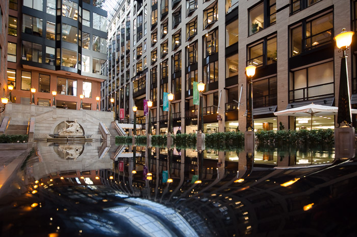 Photo du jour reflection pool at the world trade centre for Commerce montreal