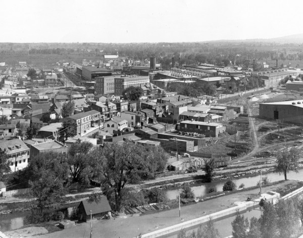 Vue aérienne de Lachine, 1910-1912, Fonds Dominion Bridge Company, Bibliothèque et Archives Canada.