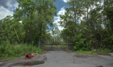 A vacant lot at the end of Laurier Street (Source: plateauest.com)