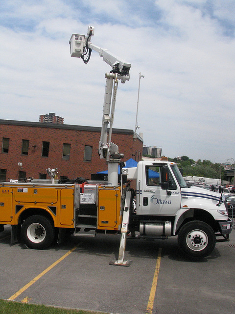 Light-standard installation truck