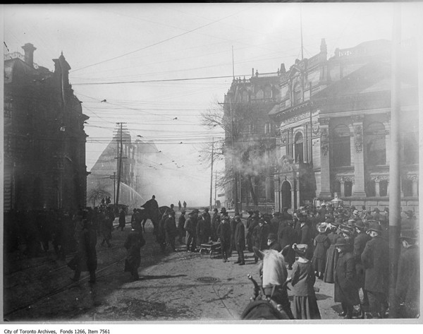 Great-Fire-1904---Front-&-Yonge---Hockey-Hall-of-Fame-now---ARCHIVES