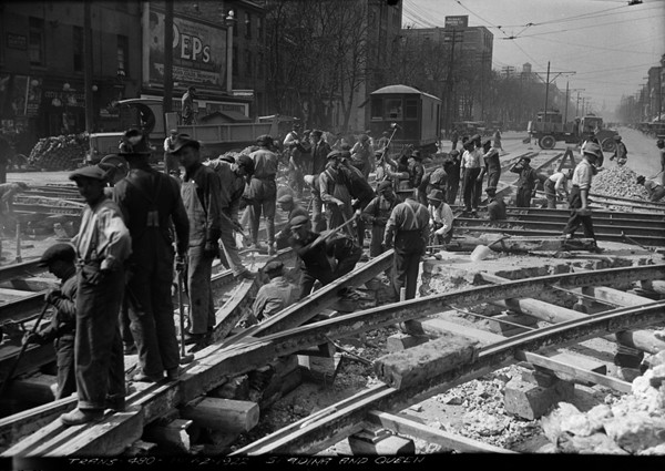 Queen-&-Spadina-1922---LIB-&-ARCHIVES-CAN