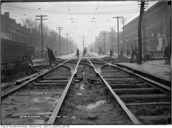 Queen-&-Spadina---April-11-1912---ARCHIVES