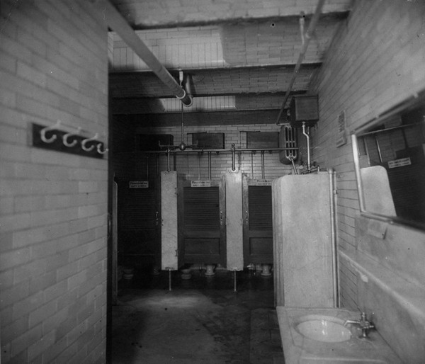 Queen-&-Spadina-bathroom-1890s---LIB-&-ARCHIVES-CAN