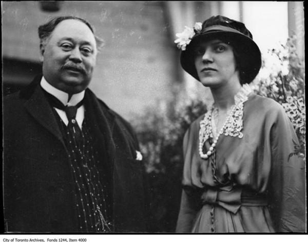 Sir Henry y su primera esposa, Lady Mary
